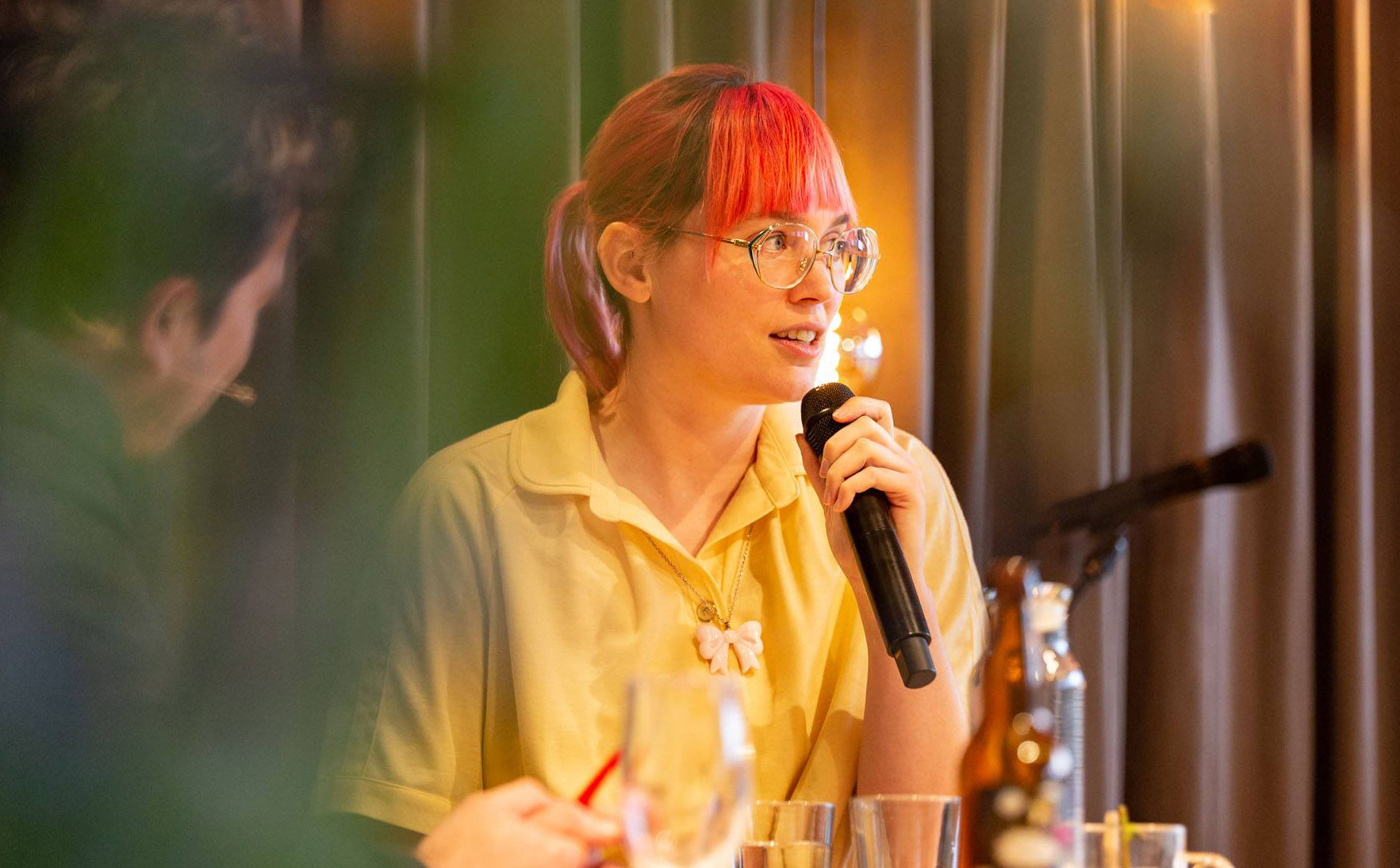Bianca Toeps over autisme in talkshow Zzzzondag